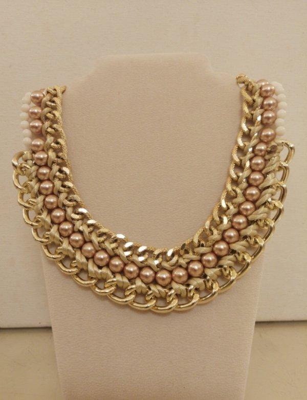 Girocollo in metallo dorato e perle rosa